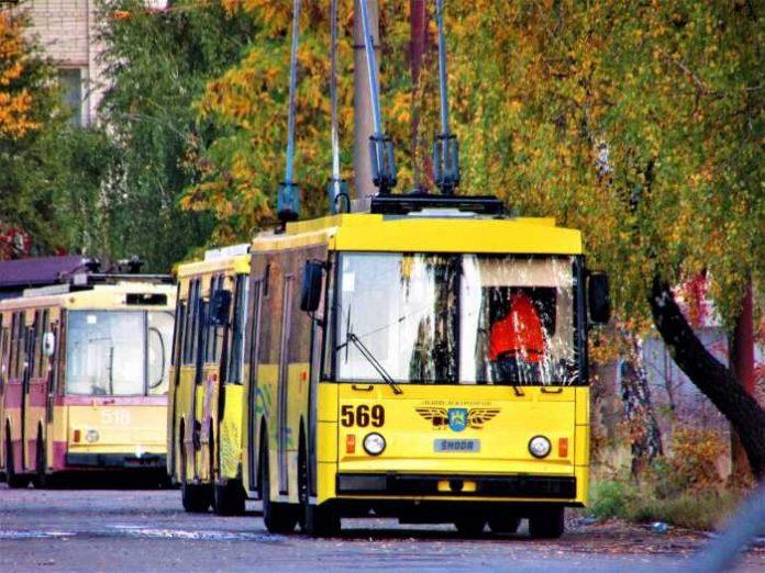 тролейбуси у депо простоюють, бо немає водіїв