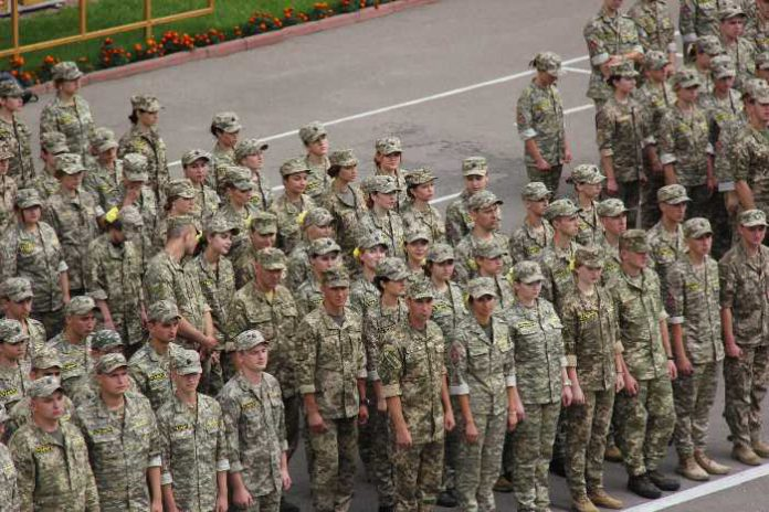 молоді люди, які впродовж 2-х років у стінах нашої Академії отримали військові знання та навики, гартували свою волю і характер
