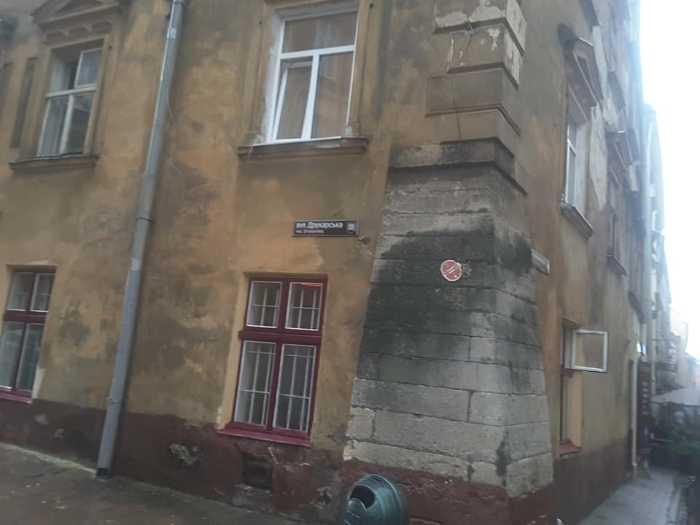 У центрі Львова обвалився фасад будинку. Фото Ігор Мартинюк