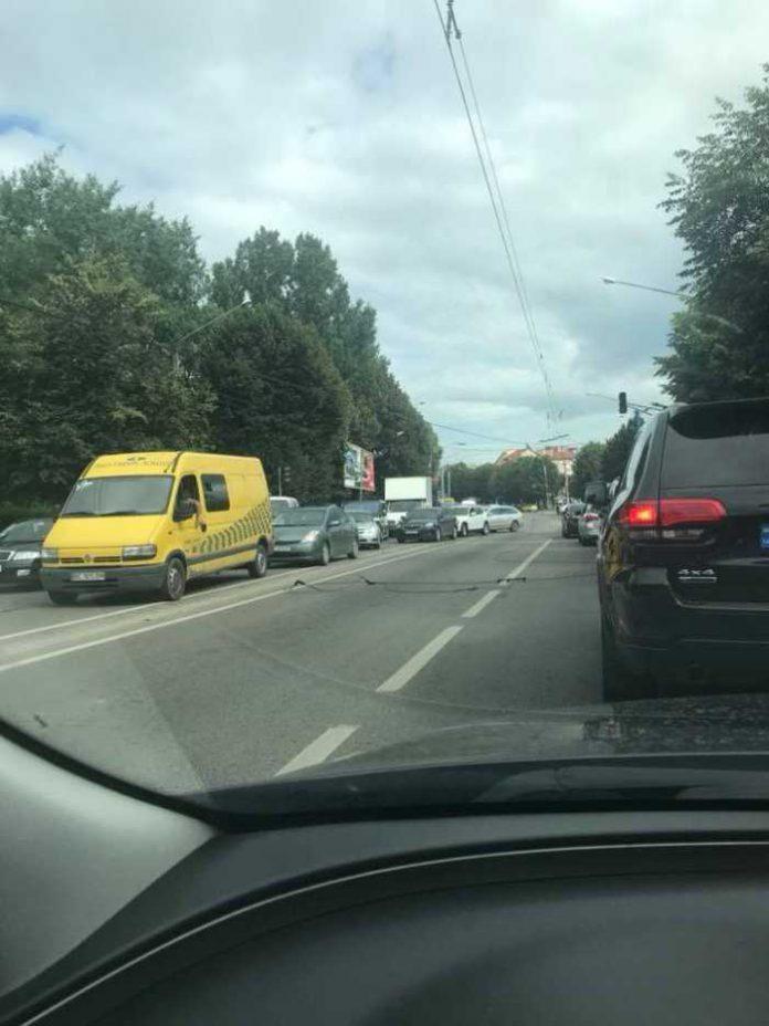 У Львові на Виговсього ускладнений рух транспорту