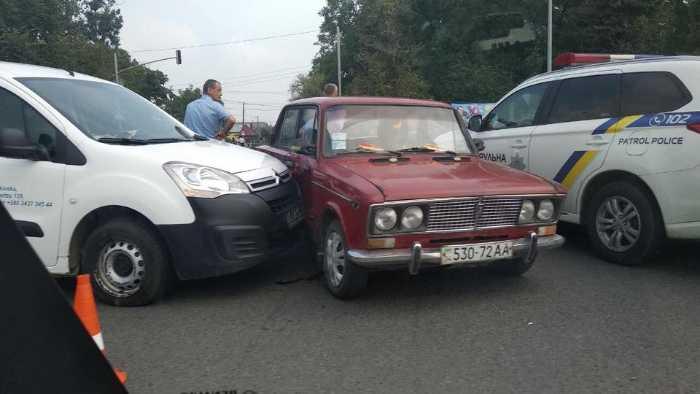 """На трасі """"Київ - Чоп"""" не розминулись автомобілі"""