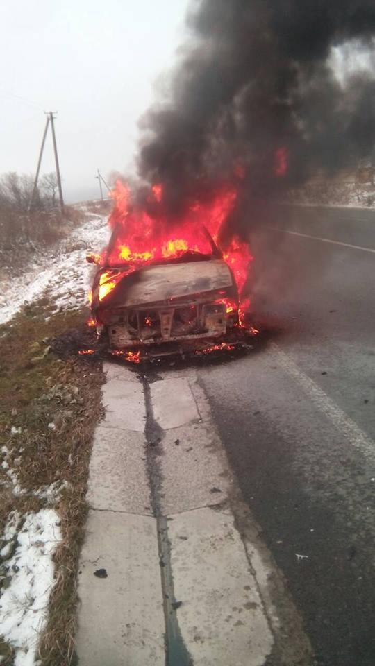 На Львівщині згорів автомобіль. Фото: відкриті джерела.