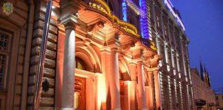 Будівлю Львівської ОДА підсвітили помаранчевим