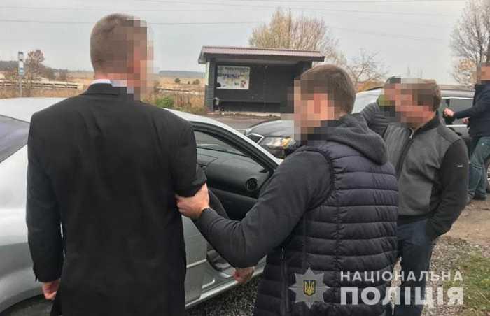На Львівщині поліція затримала на хабарі у тисячу доларів США голову РДА