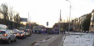У Львові тролейбус перекрив рух транспорту