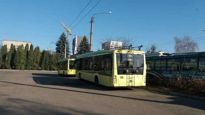 У Львові простоюють тролейбуси. Фото - ГО