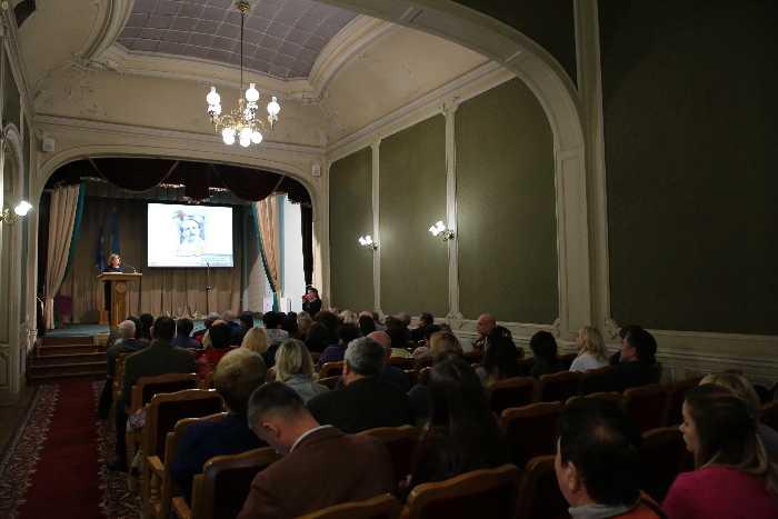 У Будинку вчених відбувся круглий стіл щодо ролі В'ячеслава Чорновола у становленні молодої особистості