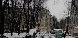 Львів'яни закидали сміттям автомобіль любителя неправильної парковки