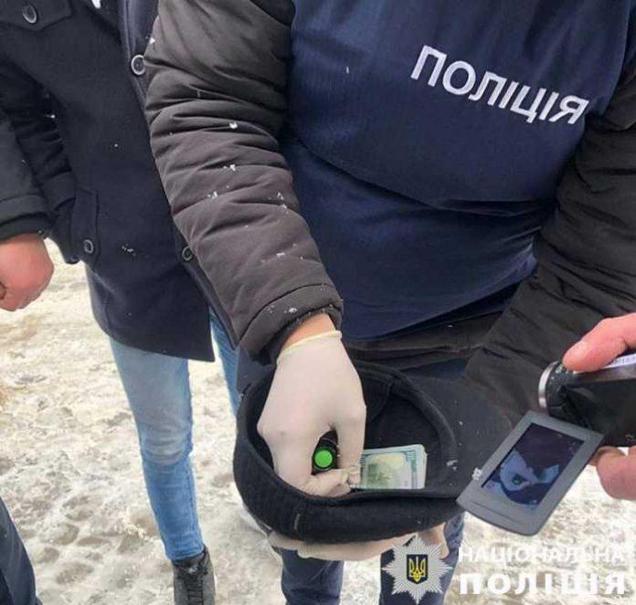 У Львові на хабарі у 1 500 доларів США затримали лісничого