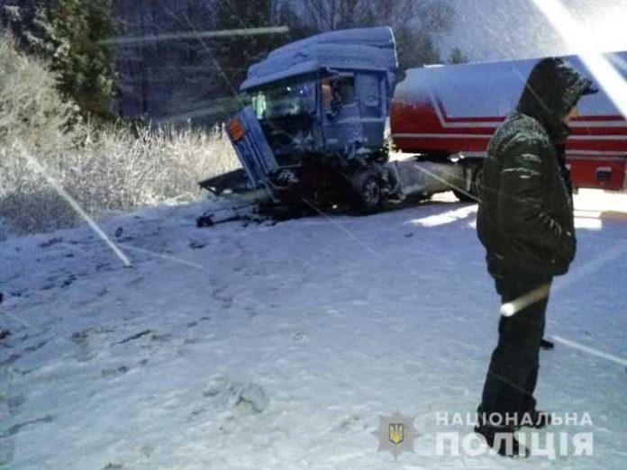 Кількість постраждалих внаслідок потрійного автозіткнення на Львівщині зросла до дев'яти