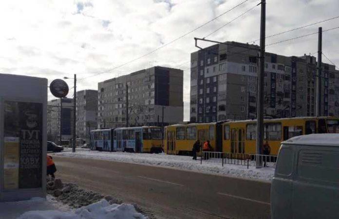 У Львові на Сихові поламався трамвай. Фото Варта-1