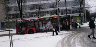 У центрі Львова поламався тролейбус. Фото Варта-1