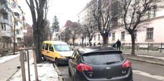 Аварія на вулиці Тарнавського. Фото Варта-1