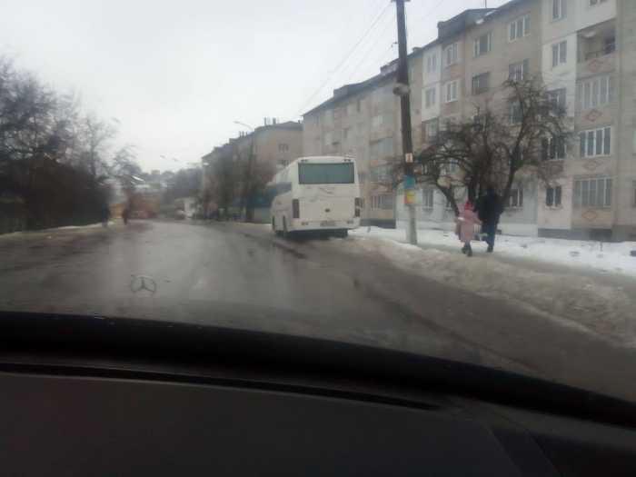Як із Турки організовано везли людей на Тимошенко. Фото Кулемет
