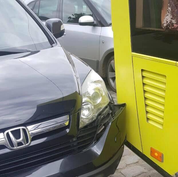 У центрі Львова автобус АТП-1 не розминувся із автомобілем