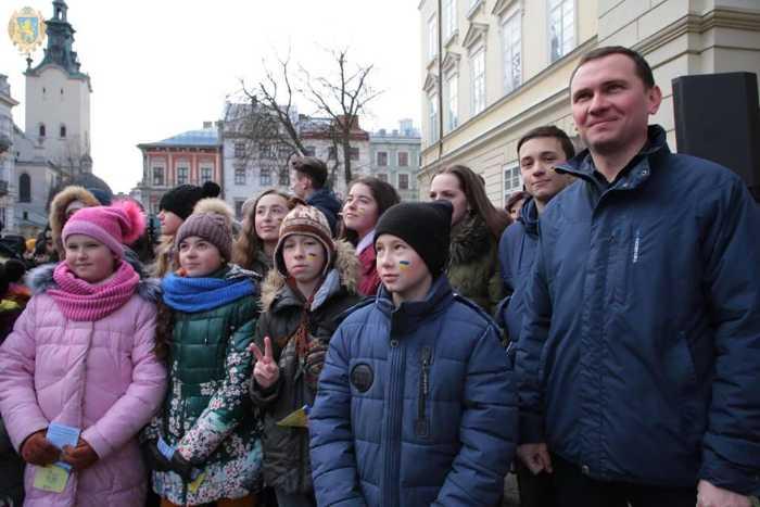 На Львівщині у сотні голосів спільно виконали Державний Гімн. Фото прес-служба ЛОДА