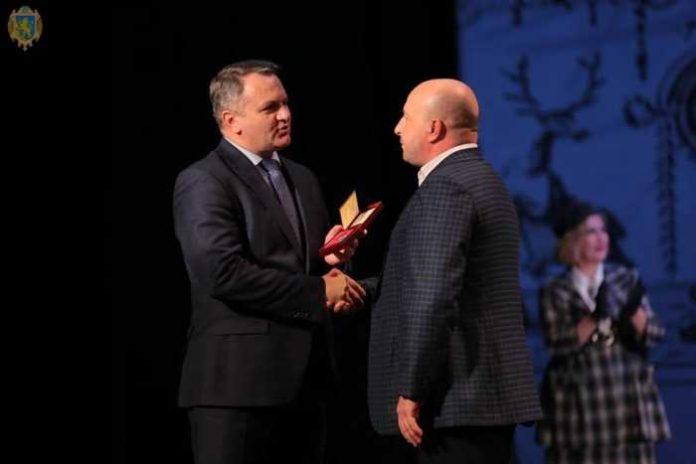 Президент відзначив почесними нагородами двох заньківчан