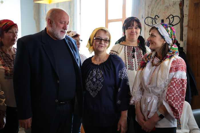 Як на Львівщині випікають паски для Захисників України