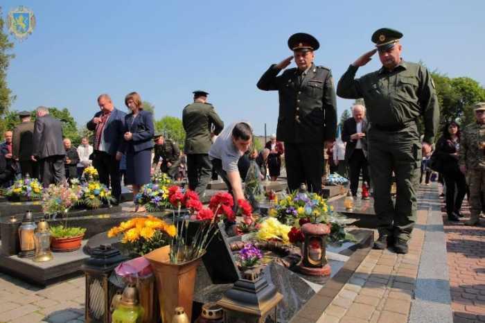 Львівщина вшановує своїх Героїв – на Личаківському кладовищі відбулись пам'ятні заходи