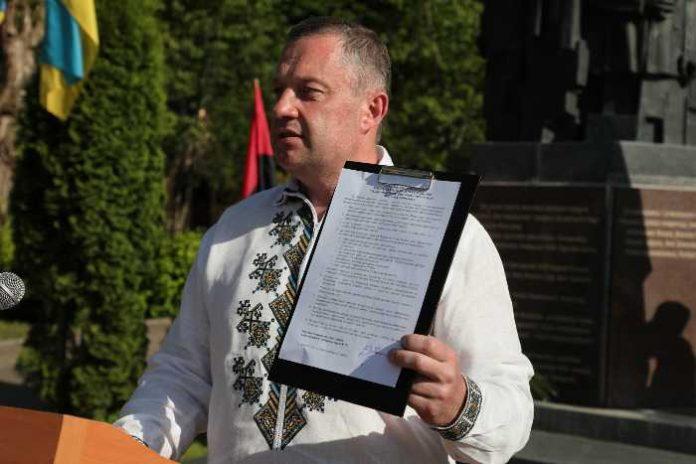 Ярослав Дубневич пообіцяв знизити податок на розмитнення польських блях
