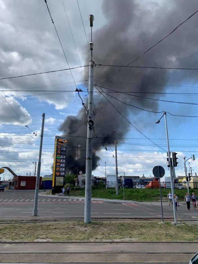 У Львові горить локомотивне депо. Фото Василь Стеблівський