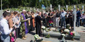 Порошенко вшанував пам'ять Василя Сліпака на Личаківському цвинтарі