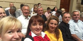 Люди Садового привітали нового голову Львівської ОДА. Фото Параска Дворянин