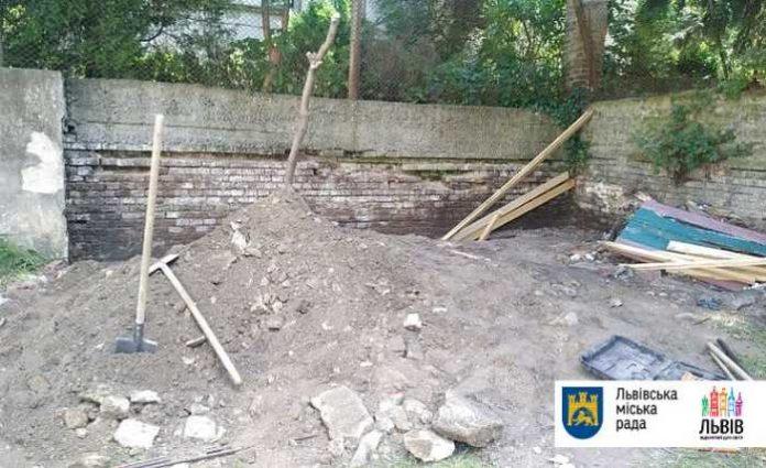 У Львові під час обвалу стіни у садочку загинув робітник