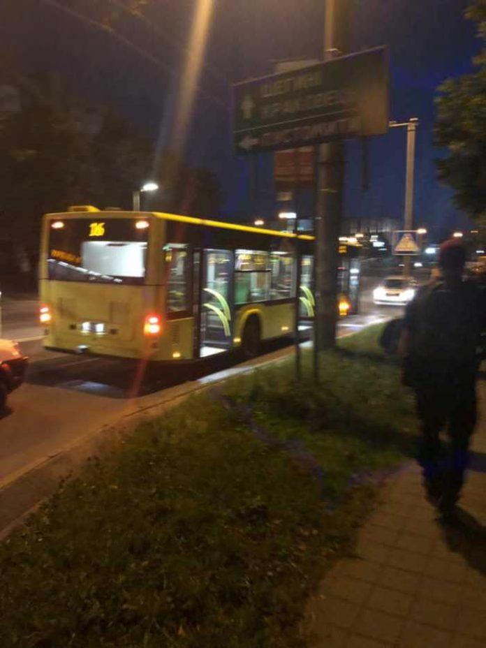 У Львові стріляли у маршрутці. Фото Варта-1