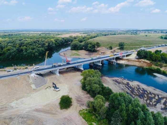 На Львівщині відкрили найбільший новозбудований міст на Західній Україні. Фото Олег Синютка