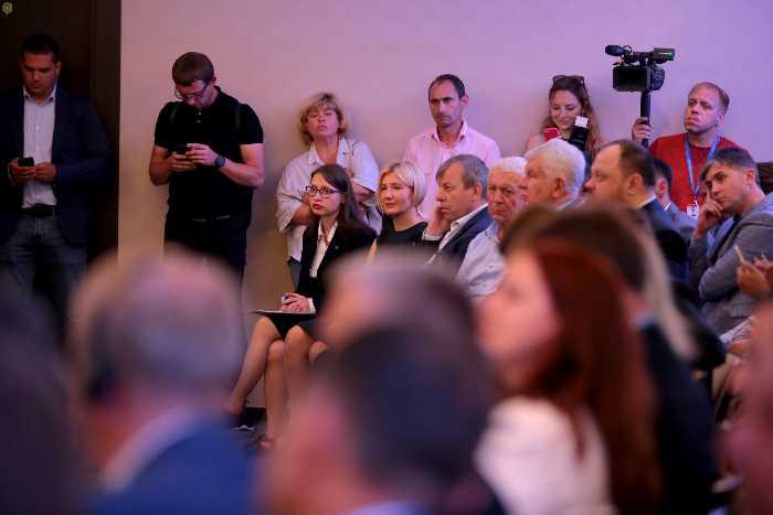 Як Зеленський у сорочці на Львівщині говорив про медичний туризм. Фото прес-служба ЛОДА