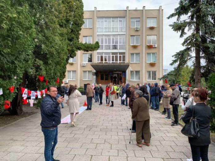 У Львові пікетують Садового. Фото Варта-1