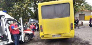 Поблизу Львова вантажівка зіткнулася з маршруткою, є постраждалі