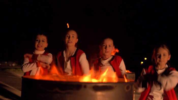 Діти піснею «Підпал» закликають зупинити злочин проти природи. Фото: Галина Гузьо.
