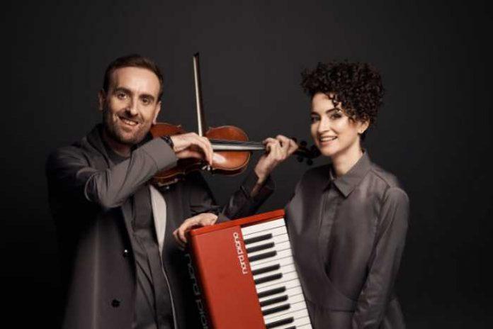 """""""Bozhyk Duo"""" виконали на балконі популярний хіт """"Dance Monkey"""""""
