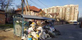 Як у Львові продовжує тонути у горах сміття. Фото: Павло Махновський.